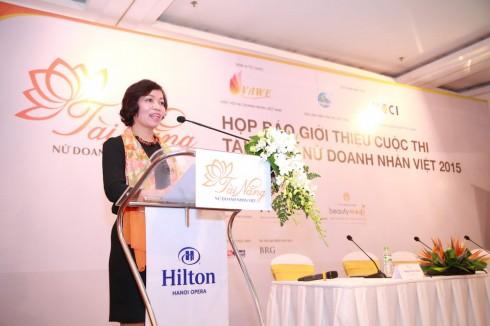 Bà Hà Thu Thanh - Phó Chủ tịch Hôi Nữ doanh nhân Việt Nam phát biểu tại họp báo