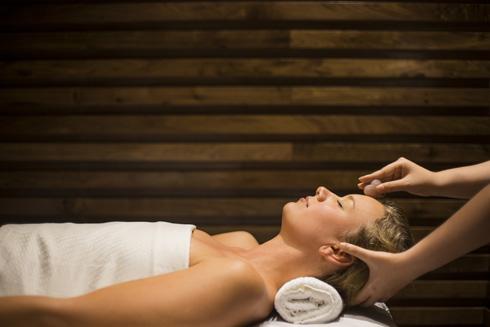 Các gói massage đặc sắc của dòng sản phẩm ila và Voya bao gồm gói Five Elements (Ngũ Hành) sử dụng 5 loại tinh dầu của thương hiệu ila và gói Seaweed Hot Stone (Tảo biển đá nóng) của thương hiệu Voya.