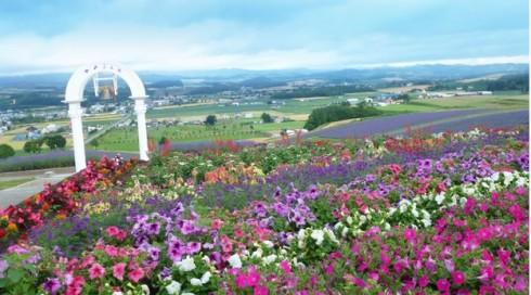 """Tháp chuông tình yêu tại """"Hinode Park"""" – Hokkaido nơi nhiều cặp đôi cùng cầu nguyện cho một tình yêu bền đẹp"""