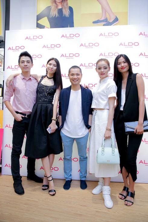 Từ trái qua - Model Chúc Minh Quang, Model Thùy Dương, Creative Director Dzũng Yoko, Model Hoàng Oanh, Model Thiên Trang 2