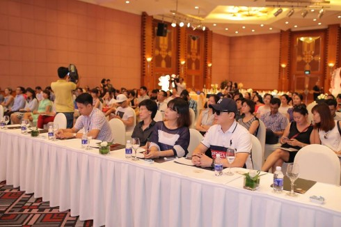 Các khách mời tại buổi họp báo.