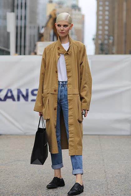 Bạn nên chú ý tạo sự tương phản về màu sắc khi kết hợp quần áo