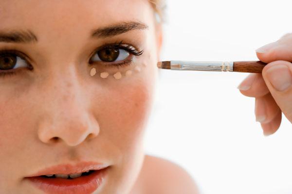 [365 Beauty tips] 7 bí quyết trang điểm giúp bạn trông trẻ hơn