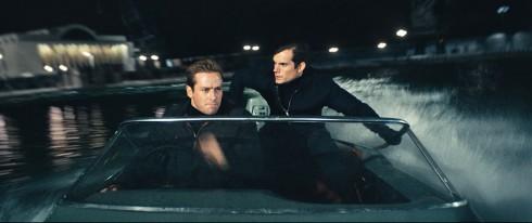 Hai điệp viên Napoleon Solo (do Henry Cavill thủ vai) và Illya Kuryakin (do Armie Hammer thủ vai)