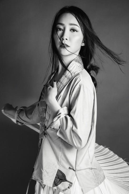 Diễn viên múa Linh Nga trong thiết kế của NTK Li Lam