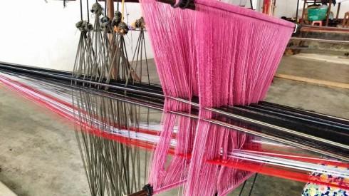 """""""Sản phẩm thổ cẩm dệt tay của các dân tộc thiểu số miền núi Việt Nam mang vẻ đẹp đặc trưng riêng. Thông qua chương trình từ thiện này, Robins mong muốn sẽ giúp cho di sản văn hoá của người dân nơi núi rừng xa xôi được quảng bá rộng rãi hơn đến với người dân thành thị."""