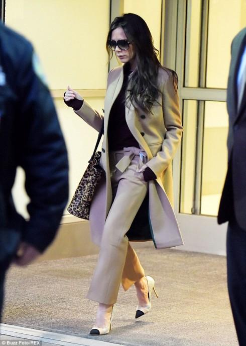 phong cách thời trang sân bay của Victoria Beckham