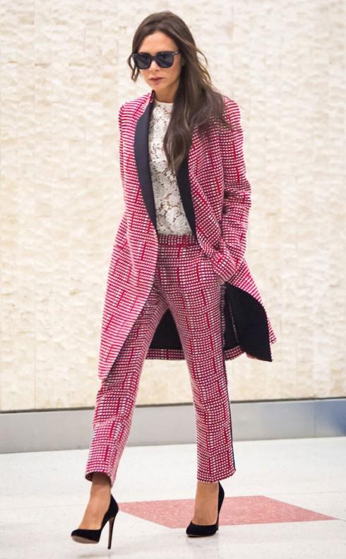 phong cách thời trang Victoria beckham với áo khoác dài