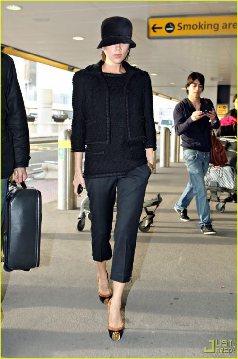 phong cách thời trang Victoria beckham với giày cao gót