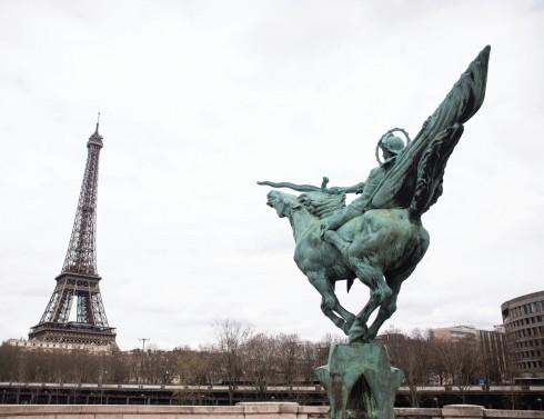 Paris như một thỏi nam châm, vẫn ngày ngày thu hút bao thế hệ làm nghệ thuật cùng tụ hội về đây.