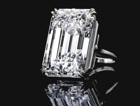 nhan kim cuong dep nhat the gioi Ultimate Emerald-Cut Diamond