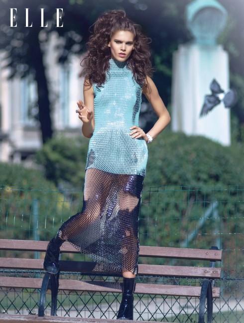 Áo, chân váy, bốt da Dior, Vòng đeo tay Zana Bayne