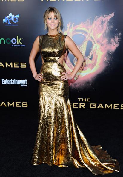 """Thời trang thảm đỏ của Jen trong lễ ra mắt phim """"The Hunger Games"""" tại nhà hát Nokia L.A Live, Los Angeles, California (11/3/2012)."""