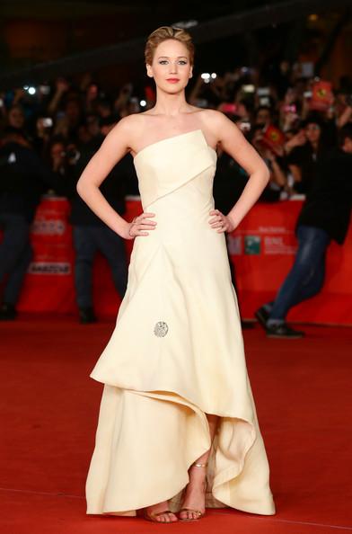 """Thời trang thảm đỏ của Jen khi tham dự Lễ ra mắt """"The Hunger Games: Catching Fire"""" trong Tuần lễ Film Festival lần thứ 8 tại Rome, Ý (14/11/2013)."""