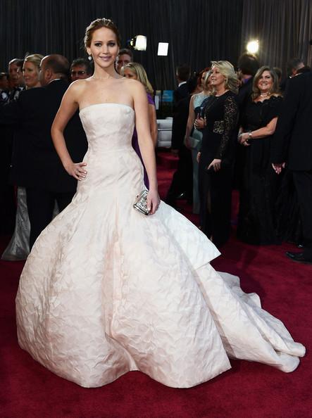 Thời trang thảm đỏ của Jen khi tham dự Lễ trao giải Oscar tại Hollywood & Highland Center, California (24/2/2013).