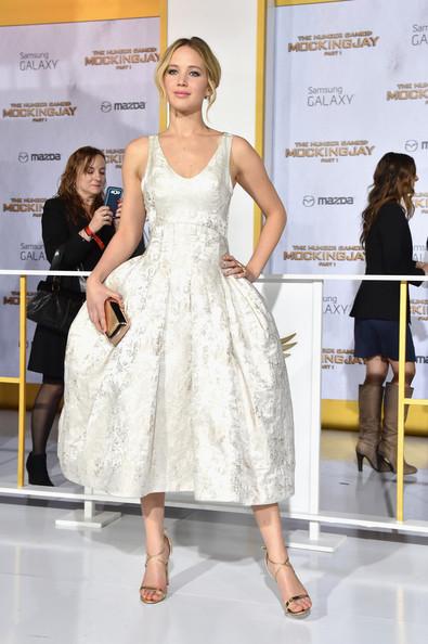 """Thời trang thảm đỏ của Jen trong buổi ra mắt phim """"The Hunger Games: Mockingjay – Phần 1"""" tại Nokia Theatre L.A Live, Los Angeles (17/11/2014)."""