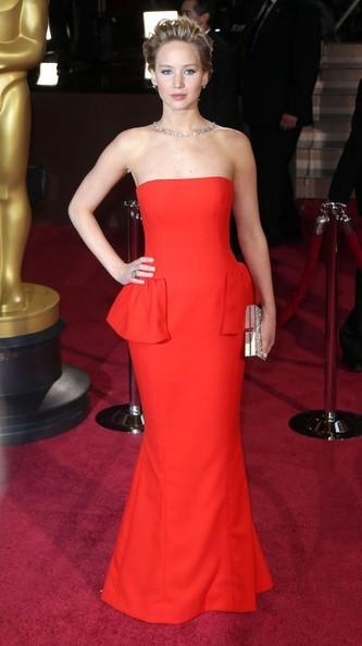 Thời trang thảm đỏ của Jen tại Lễ trao giải Annual Academy Awards tại Hollywood & Highland Center, Hollywood, California (2/3/2014).