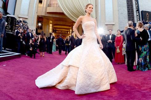 Jennifer Lawrence trên thảm đỏ (heading image) - ELLE Việt Nam