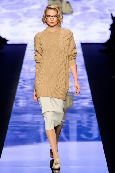 Bạn có thể mặc đầm len bên ngoài slip dress vô cùng lãng mạn như BST của MaxMara