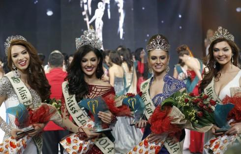 Miss Earth 2014 (từ trái qua): Hoa hậu Nước (Venezuela), Hoa hậu Trái Đất (Philippines), Hoa hậu Không khí (Mỹ), Hoa hậu Lửa (Nga)