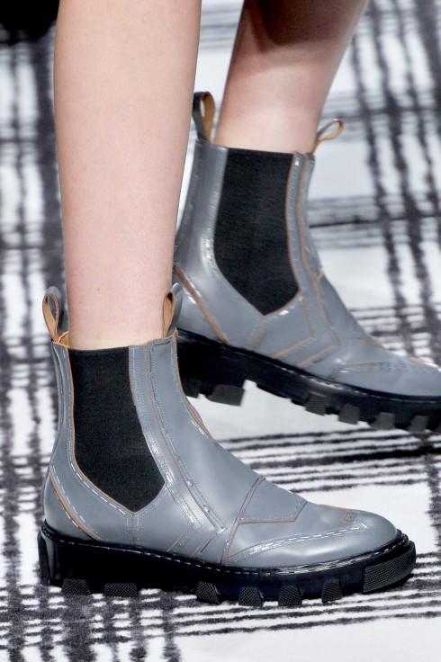những đôi giày đế thấp kiểu ankle boots