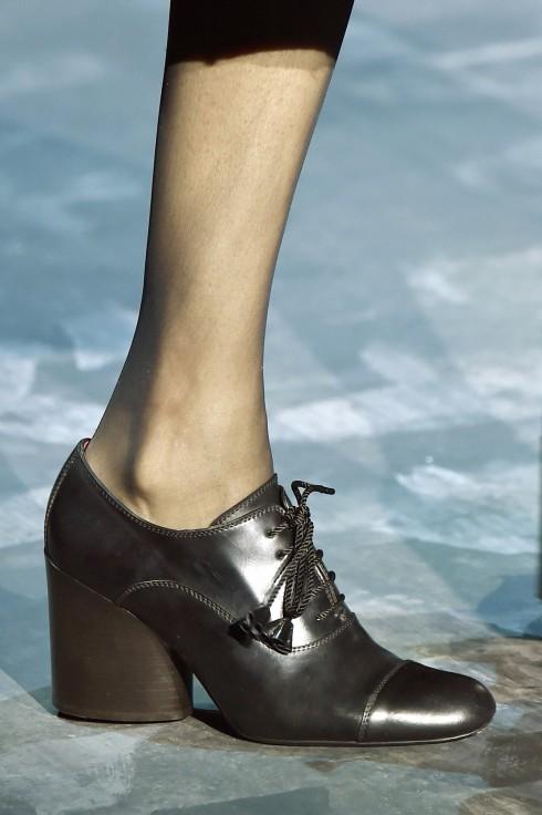 Những đôi giày làm từ chất liệu da a