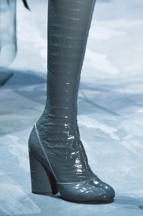 Chiếc boot cao cổ khá lạ mắt