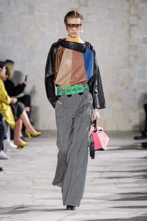 Trang phục sử dụng những gam màu tương phản