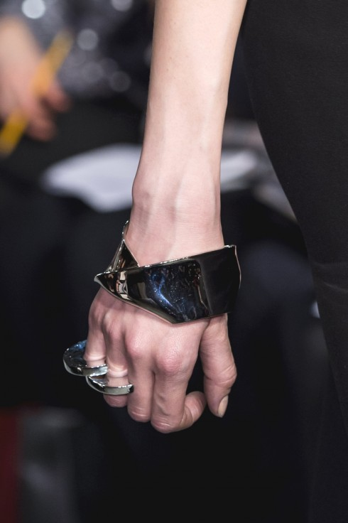 Phụ kiện vòng tay, nhẫn bằng kim loại