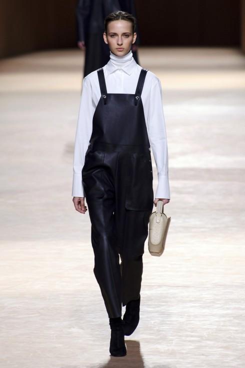 Từng mẫu trang phục đều gợi nhớ đến trang phục sử dụng trong bộ môn đua ngựa.