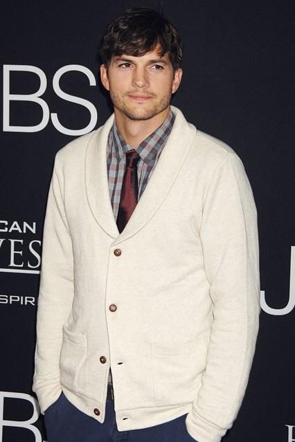Ashton Kutcher - Tuổi: 37. Đã kết hôn với nữ diễn viên Mila Kunis, cả hai đã có với nhau một bé gái hồi năm ngoái. Bộ phim gần đầy nhất: Two and a Half Men.