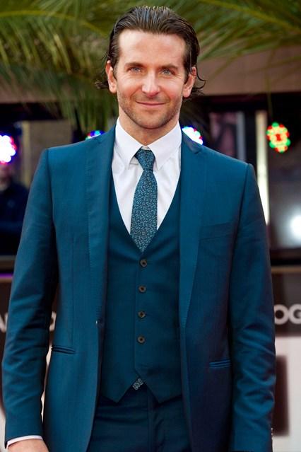 Bradley Cooper - Tuổi: 40. Sau khi chia tay với Suki Waterhose vào tháng 3/2015 thì anh đang hẹn hò với người đẹp xứ Bạch Dương – Irina Shayk. Dự án điện ảnh: Tái ngộ với người đẹp Jennifer Lawrence trong bộ phim Joy.