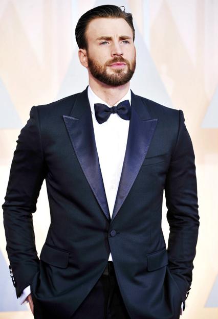 Chris Evans - Tuổi: 33. Người ta cho rằng anh chàng điển trai này có có mối quan hệ tình cảm với Lily Collins và Sandra Bullock nhưng biết đâu đó cũng chỉ là lời đồn mà thôi… Dự án điện ảnh: Captain America: Civil War, đóng cùng Robert Downey Jr, Scarlett Johansson, Elizabeth Olsen…