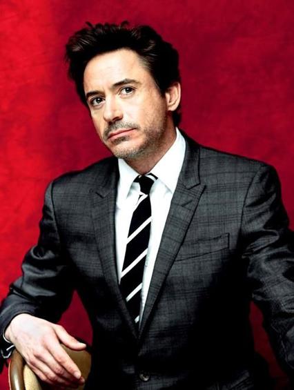 Robert Downey Jr - Tuổi: 50. Ngôi sao phim Iron man đã kết hôn với Susan Levin từ năm 2006. Dự án điện ảnh sắp tới: tiếp tục vào vai tỷ phú Tony Stark trong Captain America: Civil, xuất hiện cùng 2 mỹ nhân Hollywood là Scarlett Johansson và Elizabeth Olsen.