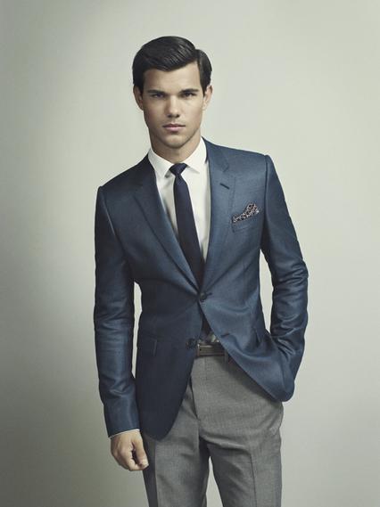 Taylor Lautner - Tuổi: 23. Đang hẹn hò với người mẫu Raina Lawson. Dự án điện ảnh: đóng bộ phim The Ridiculous Six vào năm 2016.