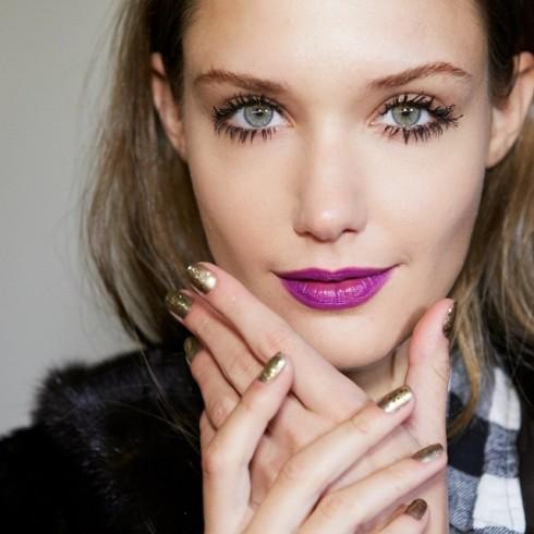 Sắc tím huyền bí là màu son đẹp hoàn hảo cho những cô gái có tính cách mạnh mẽ