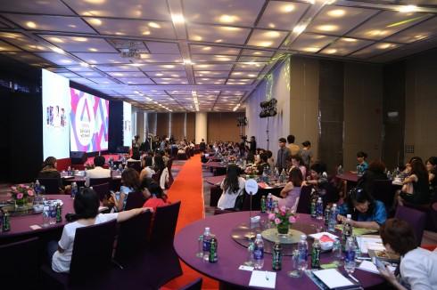 Diễn đàn có sự tham dự của nhiều khách mời là các doanh nhân nổi tiếng và báo giới