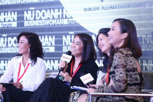 Tọa đàm phiên 2 về thương hiệu cá nhân của các nữ doanh nhân diễn ra trong không khí chân tình với các chia sẻ dí dỏm của diễn giả