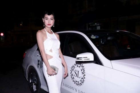 Kathy Uyên xuất hiện rạng rỡ trong bộ váy trắng thanh lịch
