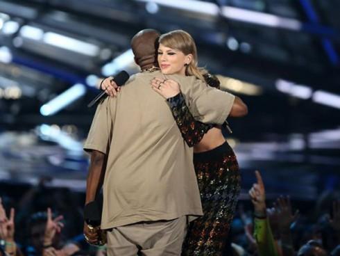 VMA 2015 vinh danh Taylor Swift -Taylor and Kanye - elle việt nam
