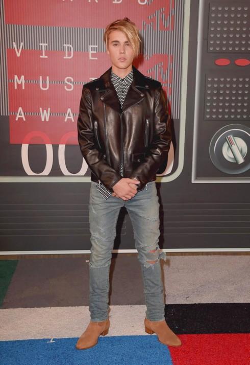 Phong cách phong trần của Justin Bieber.