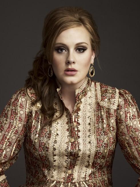 Chân dung của Adele hiện tại, sau khi cô làm mẹ.