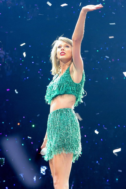 Taylor-swift-world-tour-wardrobe-11