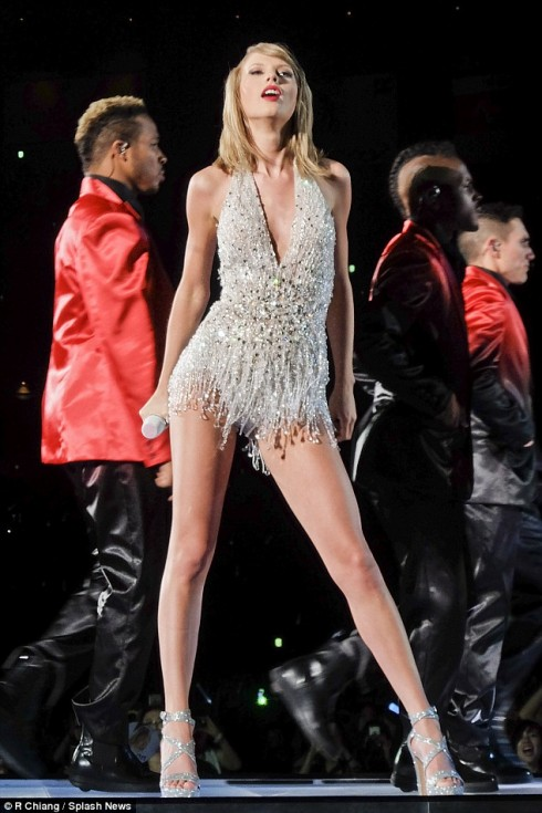 Taylor-swift-world-tour-wardrobe-9