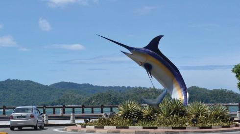 Tượng cá thu được coi như biểu tượng của thành phố.