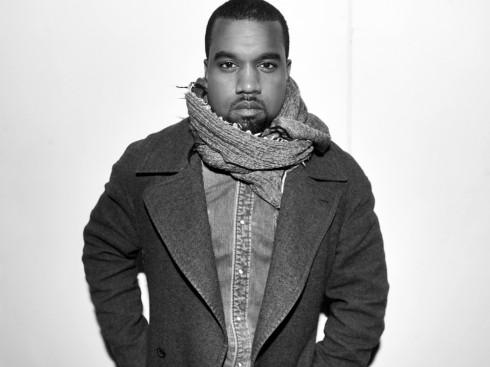 """Kanye West - Bạn có biết truóc khi trở thành một rapper, Kanye West """"xuất thân"""" là sinh viên thời trang? Anh chàng từng làm thực tập tại hai thương hiệu lớn Fendi và Louis Vuttion."""