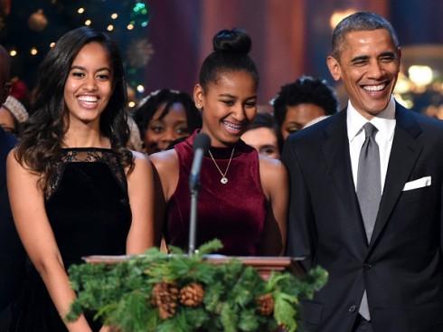 Malia Obama - Con gái đầu tiên của Tổng thống Mỹ Barack Obama đã dành kỳ nghỉ hè để thực tập cùng nữ diễn viên Lena Dunham tại phim trường Girls. Được biết, công việc của cô cũng bình thường như những thực tập sinh khác: mua cà phê cho đoàn làm phim và dàn cast.