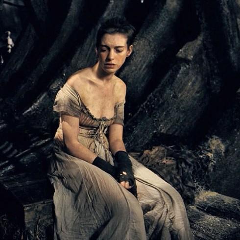 Anne Hathaway trong Les Miserables (Bộ phim mang lại cho cô giải thưởng Oscar 2013 cho Vai Phụ Xuất Sắc Nhất).