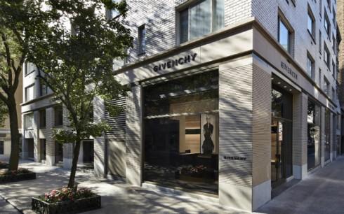 Cửa hàng flagship đầu tiên tại New York trên đại lộ Madison Avenue