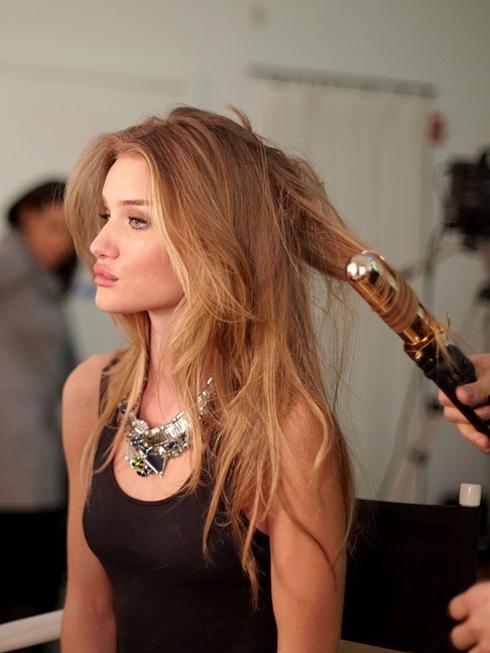 Luôn luôn chăm sóc tóc thật kỹ mới mong tóc khỏe đẹp được.